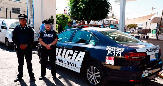 En San Baltazar Campeche, ayuntamiento entrega patrulla y bachea