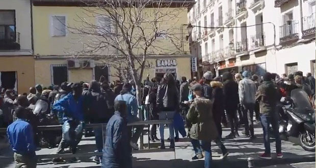 La muerte de un migrante ambulante ha causado protestas en Madrid