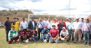 Destacan construcción de campo deportivo en Temoxtitla