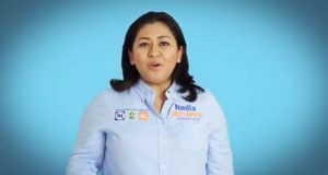 """Nadia Navarro promete Senado """"cercano a la gente"""" en nuevo spot"""