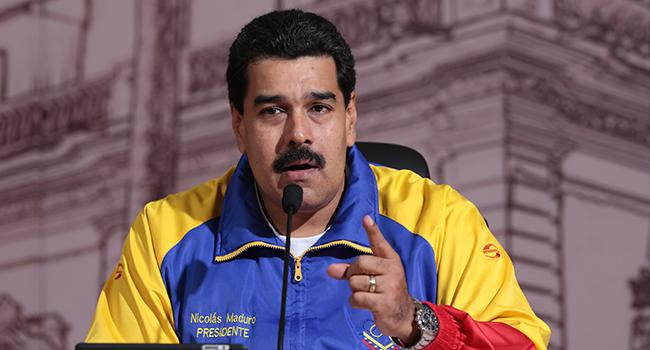 Maduro aprueba presupuesto para 2017 sin consultar al Parlamento
