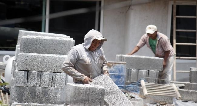 A un año de Covid, trabajo comienza a reactivarse: Mario, albañil en Puebla