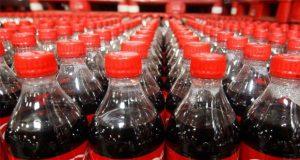 Coca-Cola crea primera botella con plástico desechado en el mar