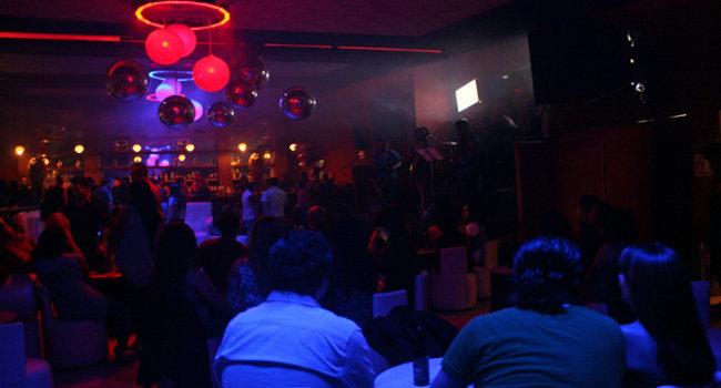 Plantean crear padrón de empleados de bares y antros de Puebla | Ángulo 7