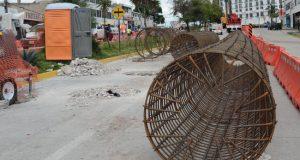 Acusan daños a viviendas por obras en centro comercial de Momoxpan