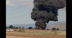 Ahora en Tepeaca, arde ducto de Pemex por fuga en toma clandestina