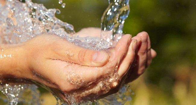 Mexicanos gastan triple de agua necesaria
