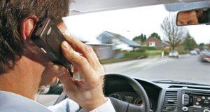 Uso de celulares, una de las principales causas de accidentes viales