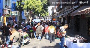 Según Google, mexicanos prefieren regalar ropa y calzado en navidad.