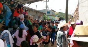 Vecinos de Ahuatempan entregan 15 toneladas de víveres en Puebla