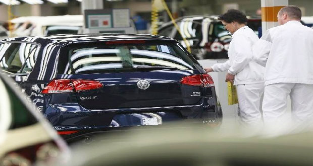Comisión Europea exige a VW a reparar motores alterados tras dieselgate