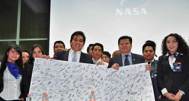 Mexicano cuenta su historia en BUAP: de vendedor de zapatos a la NASA