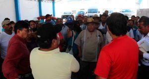 En Ixcaquixtla, acusan a edil de politizar ayuda para damnificados