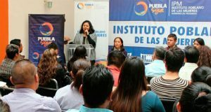 """Presentan """"Cartilla para Migrantes"""" destinada a mujeres y niñas"""
