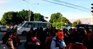 Protestan otra vez en la Héroes de la Reforma, exigen a SEP una solución