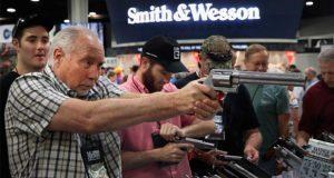 ¿Por qué los ciudadanos pueden tener armas en Estados Unidos?