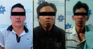 En Puebla capital, arrestan a 3 sujetos por robo a transeúnte