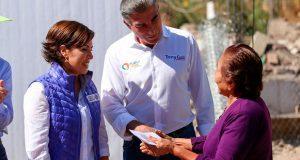 Sedatu entrega tarjetas para reconstrucción de casas en Chiautla