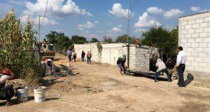 Siguen pavimentaciones con concreto hidráulico en Ahuatempan