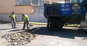 """Con """"bachetón"""", ayuntamiento de Puebla repara vialidades de capital"""