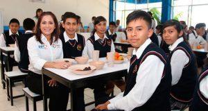 DIF estatal inaugura desayunador en bachillerato de Tenampulco