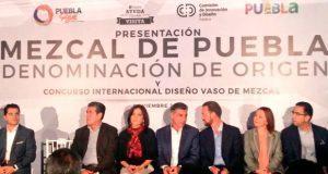Presenta Antonio Gali campaña para promocionar mezcal poblano