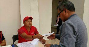Entregan apoyos económicos a afectados por sismo en Ahuatempan