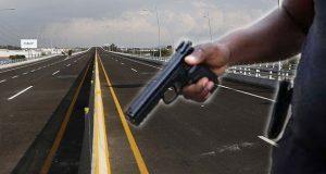 En la autopista México-Puebla asaltan a turistas de Canadá