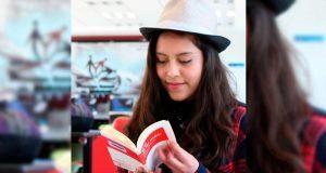 Alumna de bachillerato 5 de Mayo gana premio nacional de poesía