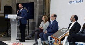 """Presenta Luis Banck la guía turística de Puebla y el """"Libro 485"""""""