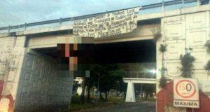 En Nayarit, hallan tres cadáveres colgados de puente vehicular. Foto: Canal 44.