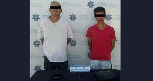 Detienen a 2 por robo a transeúnte en colonia El Salvador