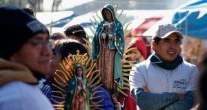 Como cada año, poblanos abarrotan Paseo Bravo para visitar a la virgen