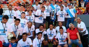 Gali premia a ganadores de segunda edición de copa Champions 2017