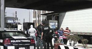 Normalistas de Tlaxcala mantienen bloqueada caseta de Texmelucan
