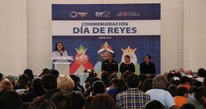 Dinorah López celebra Día de Reyes con niños de la capital
