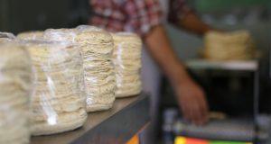 Kilo de tortilla subiría $1 y costaría $13 en San Pedro Cholula