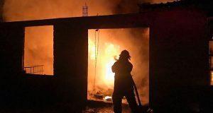 En Cuautlancingo, bomberos extinguen incendio en un domicilio