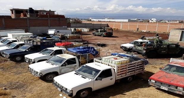 Policía y Ejército decomisan mil litros de huachicol y aseguran 12 camionetas en Texmelucan. Foto: Especial