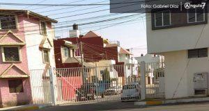 Siguen cerrando calles en Lomas de Loreto con rejas por temor a inseguridad