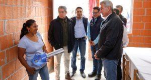 Entregan 33 viviendas a afectados por el sismo en Huaquechula