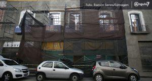 Colapsa techo de edificio y muere trabajador