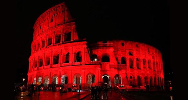 Iluminan de rojo Coliseo de Roma por percusión a cristianos