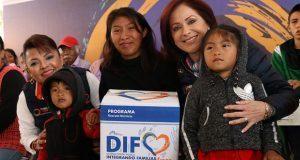 Sedif entrega apoyos integrales a familias de Santiago Miahuatlán