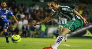 Puebla pierde de nuevo 2-1 ante León en debut de Dónovan en México. Foto: Especial