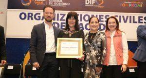 Sedif premia labor de organizaciones que apoyan a niños poblanos