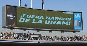 """""""¡Fuera narcos de la UNAM!"""", exigen en partido Pumas vs Chivas"""
