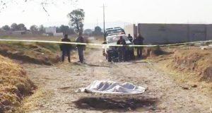 Elementos de la policía municipal acudieron al sitio para acordonarlo, donde encontraron el cuerpo con algunas lesiones. Foto: Especial