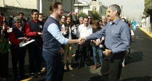 Comuna de Puebla entrega pavimentación de calle en Loma Linda
