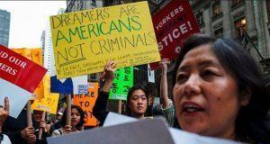 "Tribunal de NY frena orden de Trump para desproteger a ""dreamers"""